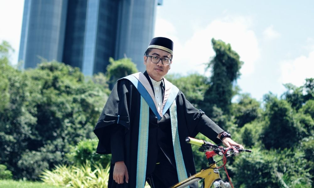 person graduated in bachelor degree